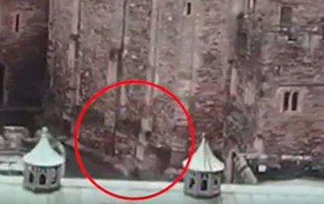 Muž natočil ducha pomocí dronu.