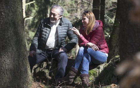 Karel Gott s manželkou Ivanou na procházce