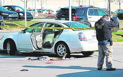 Po postřelené Shaneque zůstala vedle auta kaluž krve.