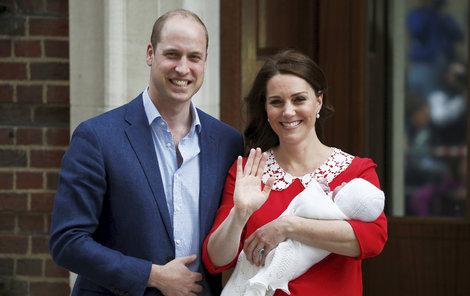 Vévodkyně Kate ukázala novorozeného prince.