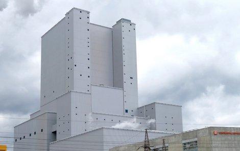 Rozhledna na věži kotelny v ledvické elektrárně je nejvyšší oficiální rozhlednou v Česku.