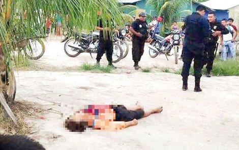 Policie objevila tělo Kanaďana nedaleko vesnice.