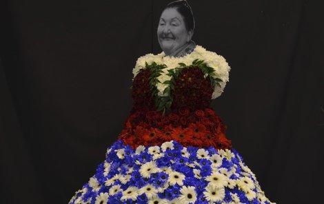 Jarmila Šuláková (†87) Zpěvačka lidových písní, v květinovém kroji podle floristky Marie Bittnerové.