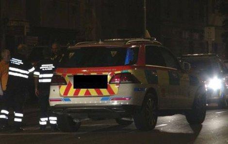 Pohotovostní vůz záchranky jel neoprávněně se zapnutými majáky.