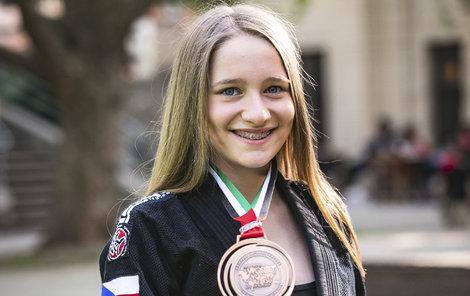 Eliška (13) z Prahy se věnuje brazilskému jiu-jitsu a je velmi úspěšná!