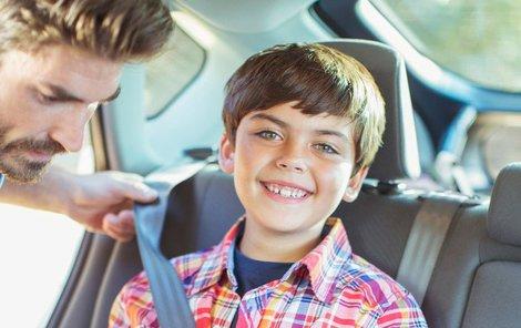 Bezpečnost nezanedbávejte, ani když vozíte dítě do školy autem.