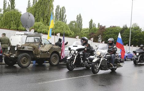 Miláčci Putina opět projedou Evropou.
