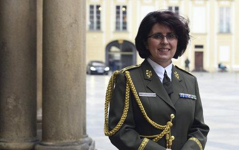 Lenka Šmerdová v generálské uniformě