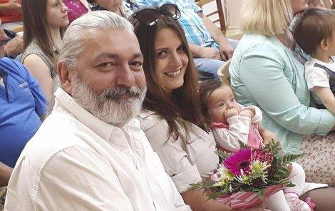 S manželkou Barborkou a dcerou Rozárkou na vítání občánků.