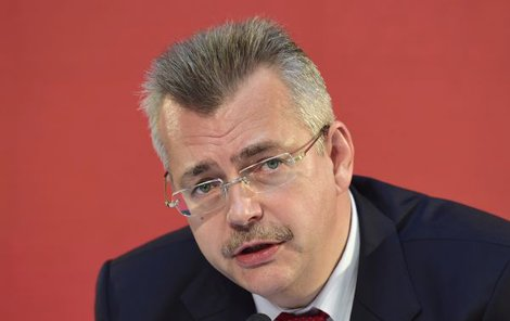 Exministr obrany Jaroslav Tvrdík (49).