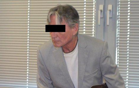 Antonín H. obvinění odmítá, tvrdí, že dětem dal jen tašku hraček.