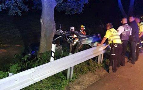 Takto dopadlo auto, ve kterém jeli tři mladí lidé.