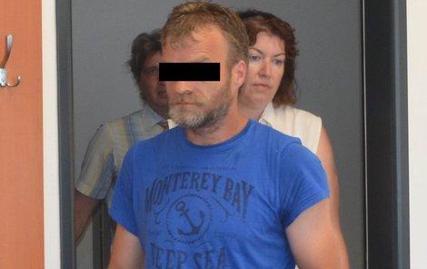 Tomáš V. tvrdí, že ho dívka obvinila zřejmě kvůli tomu, že jí zpřetrhal vztah s matkou.