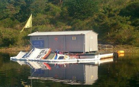 Loď šla pod hladinu zřejmě kvůli provozní závadě.