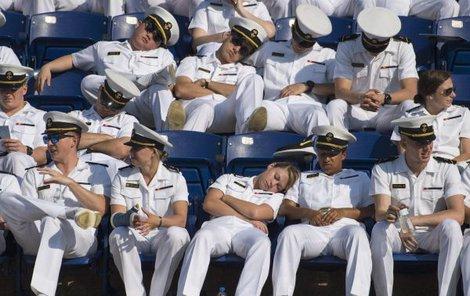 Toto je budoucí elita amerického námořnictva...Budíček, armádo!