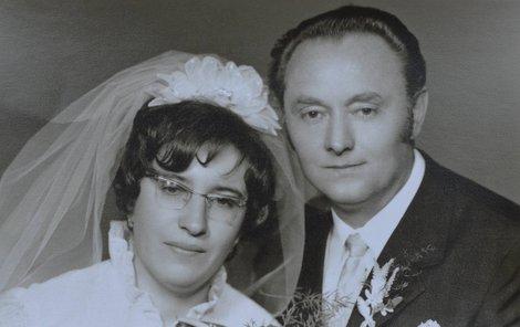 Ervín Procházka zamlada na svatební fotografii s nedávno zesnulou manželkou Vladimírou.