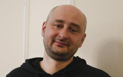 Ruský opoziční novinář Arkadij.