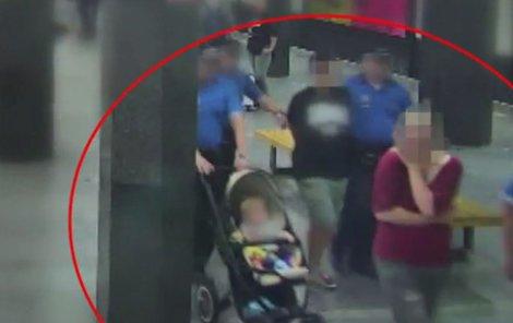 Případ si převzali policisté, kteří se nestačili divit. »Únoskyní« totiž byla matka dítěte.