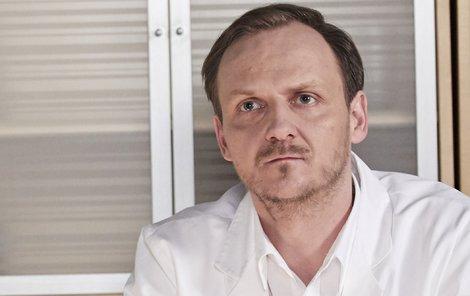 Jan Hájek si zatím zahrál menší role v seriálech Specialisté či Bohéma.