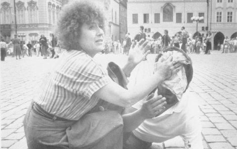 Takhle se vraždilo před 28 lety na Staroměstském náměstí