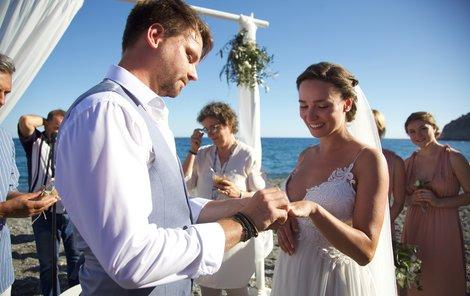 Svatba Josefa Vágnera: Navlékání prstýnků
