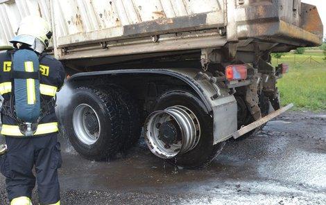Šofér měl velké štěstí, že se mu nic nestalo.