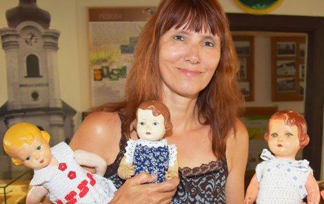 Sběratelka Martina Sihelská se svými vzácnými panenkami.