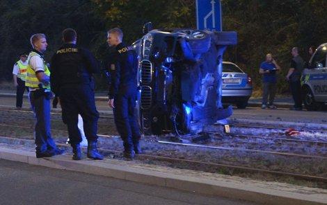 Kradené BMW převrátil muž na bok.