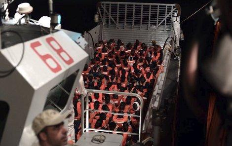 Na lodi Aquarius se nachází 629 imigrantů.