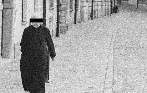 Zloděj se vydával za kněze.