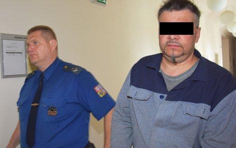 Viktoru Š. hrozí za vydírání, vyhrožování a pomluvu až čtyři roky vězení.