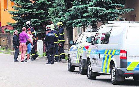 Při zásahu byl muž zraněn a skončil v nemocnici.