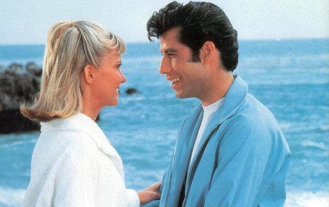 Příběh Dannyho a Sandy začíná u moře. Nebo rovnou i končí?!