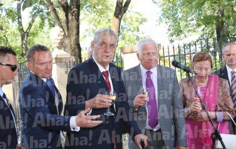 přípitek k narozeninám proslov Václav Klaus starší slavil 77. narozeniny ve svém zámečku: Přijel  přípitek k narozeninám proslov
