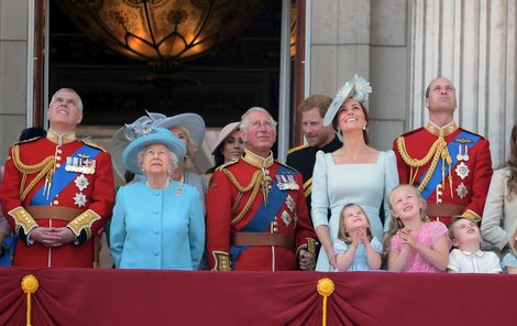 Královská rodina už vyhlíží další svatbu.