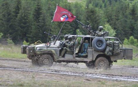 V akci předvedli i vůz Land Rover Defender Kajman.
