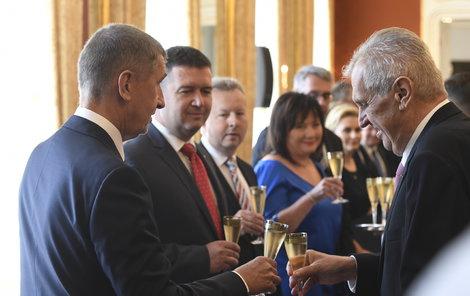 Radost na Hradě: Zeman si jmenoval kabinet
