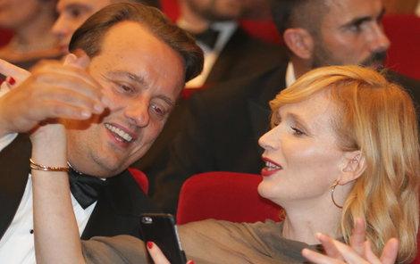 Zrzavá herečkase velmi rychle spřátelila s dánským hercem.