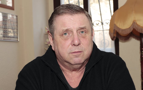 Za dobrotu na žebrotu! Jaroslav Sapík (65) utrpěl cestou do své restaurace v Klokočné zranění.