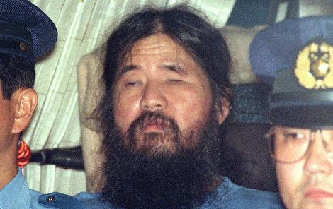 Šoko Asahara byl popraven oběšením.