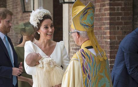 Vévodkyně Kate s Louisem v náručí mluvila s arcibiskupem