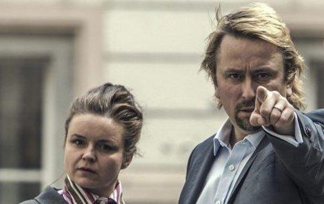 Nejznámější rolí Třešňákové je lobbistova asistentka Lenka v internetovém seriálu Kancelář Blaník.