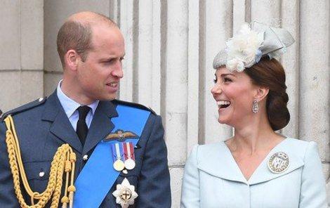 Kate s Williamem jsou oficiálními hosty zpěvačky Ellie Goulding.
