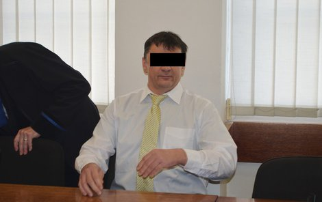 Strážník Pavel J. u soudu odmítl, že by zadrženého udeřil loktem do obličeje vědomě.