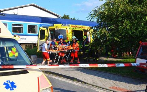 Srážka vlaku s autem na přejezdu ve Staňkově.