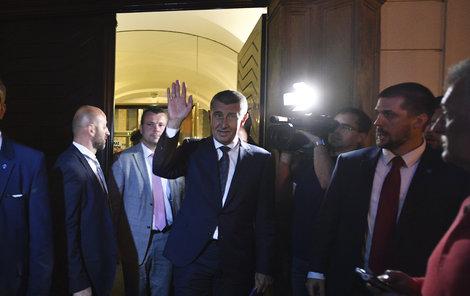 Česko má vládu s důvěrou!  ...po 16hodinové hádce