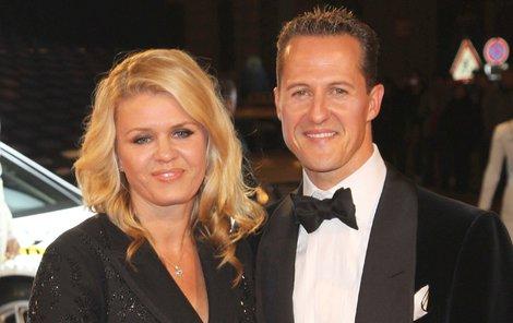 Manželé Schumacherovi ještě před nehodou. Manželka slavného závodníka konečně prozradila, jak se odvíjí jejich život po osudném úrazu.