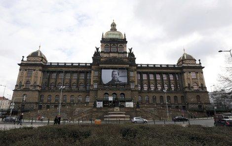 2015 Takto budova vypadala před opravou.