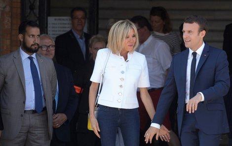 Zleva: bodyguard Alexandre Benalla, Brigitte Macronová a Emmanuel Macron.
