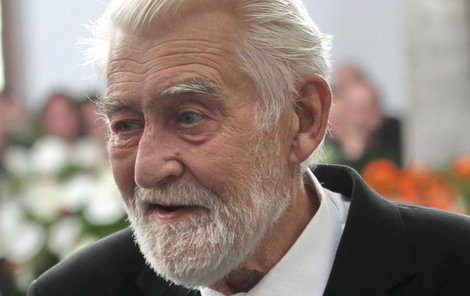 Přestože Ilja Racek (†88) chodil na pohřby kolegů, sám si veřejný obřad nepřál.